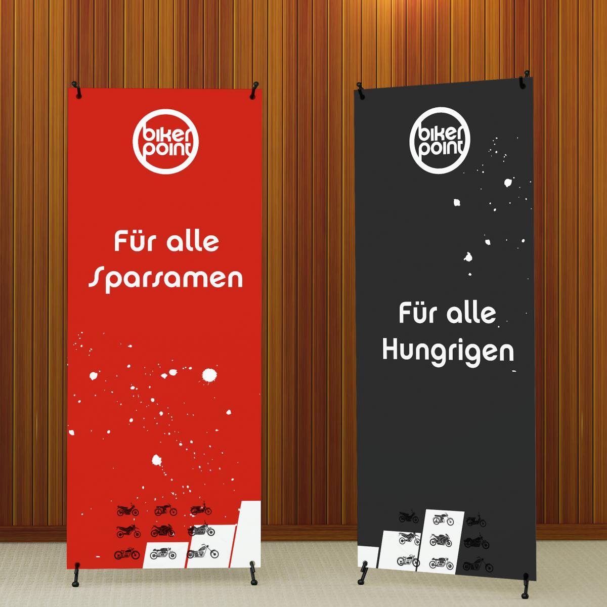 Zwei Rollup-Banner mit Werbung für Bikerpoint