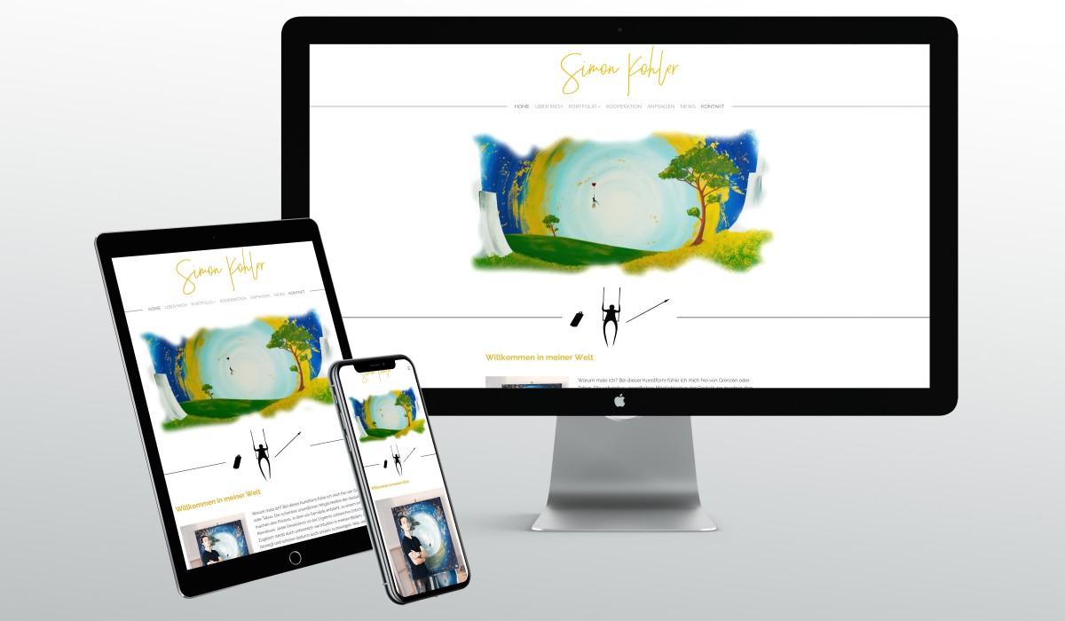 Die Webseite des Künstlers Simon Kohler auf einem PC-Monitor, einem Tablet-PC und einem Handy